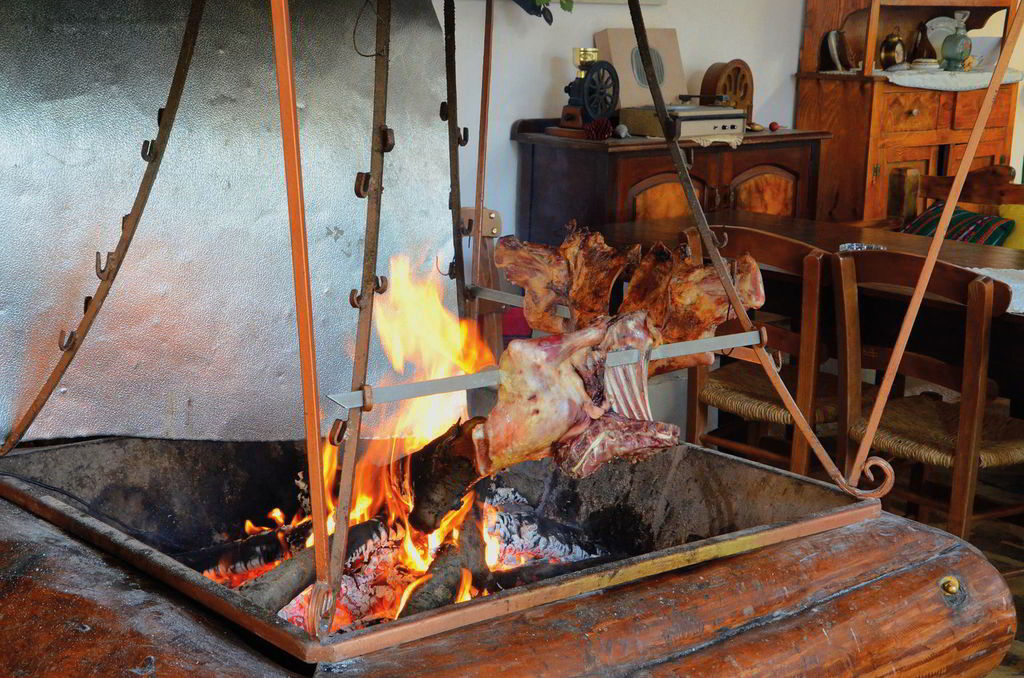 """Antikristo"": Lamp meat specialty that you must search in order to complete your gastronomic experience in Crete."