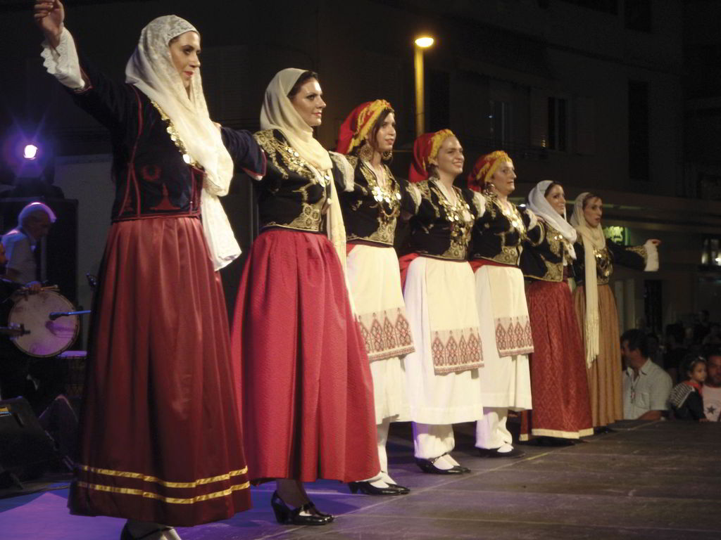 Live the experience of Cretan traditional events that you can find all year round.