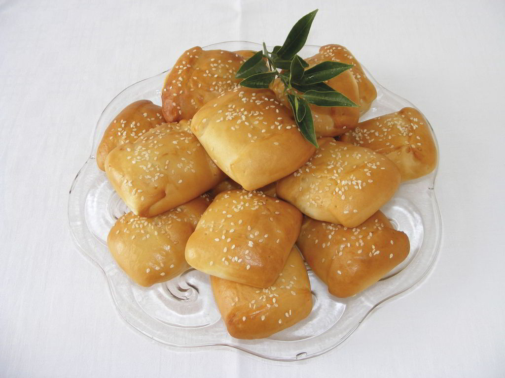 Kalitsounia: The dish that during Christmas or Easter, is found in almost every Cretan table. Kalitsounia are the traditional cheese pies with ricotta and mint and you will find them in different variations across the island.