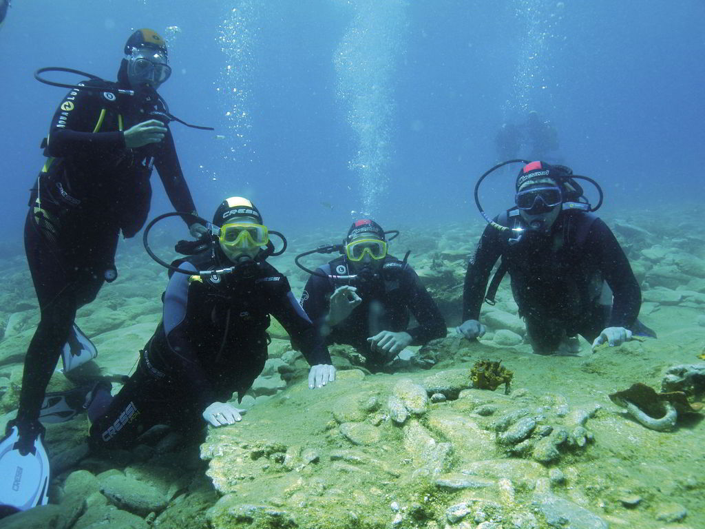 Live the experiences even at the bottom of the Cretan sea, which is full of surprises.