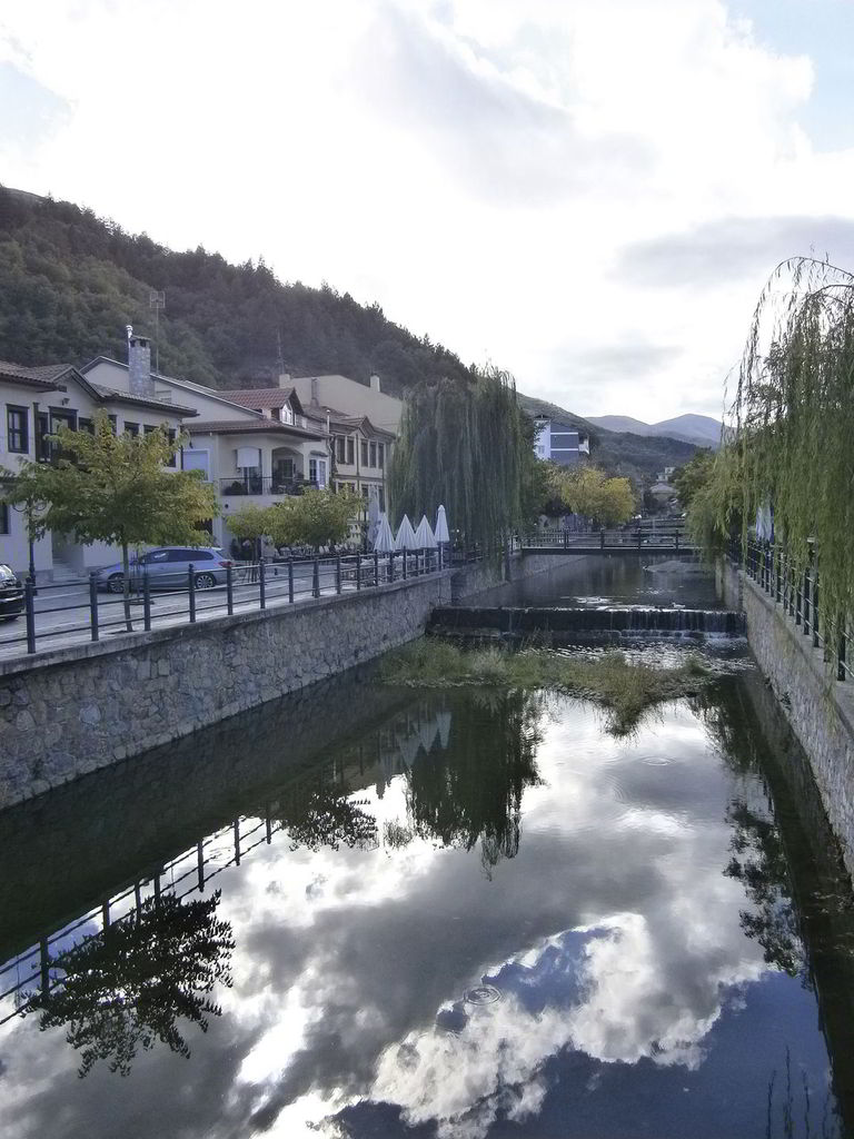 The Skouleva river crosses the city of Florina.