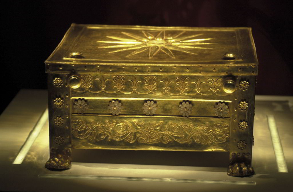 The golden chest that is thought to contain the bones of King Philip the Second and the oak wreath worn by the dead.